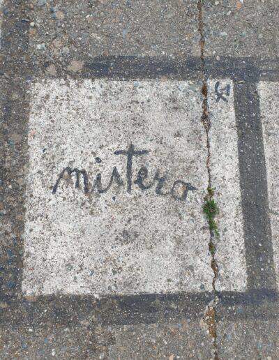 un carré de la marelle conçue par Maria Lai à Ulassai en Sardaigne